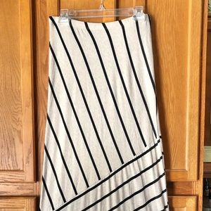 🍁Willow & Clay Anthro Size M Black Striped Skirt